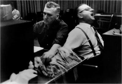 تجربة ميلجرام Milgram Experiment